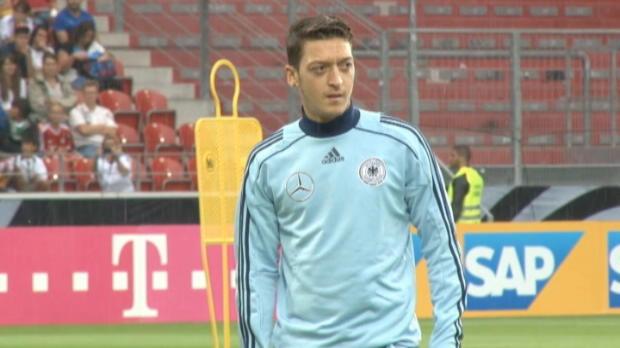 Foot Transfert, Mercato Arsenal - Hamann - 'Ozil, pas assez pour le titre'