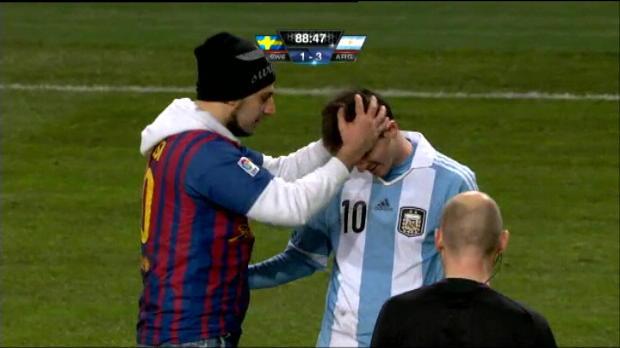 Euro 2012 - Insolite : Un fan embrasse Messi