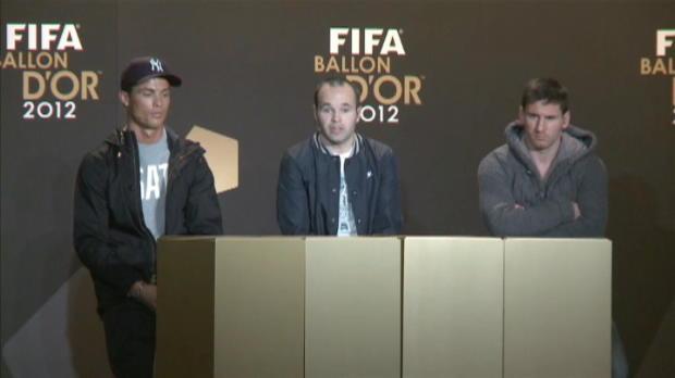 FIFA Ballon D'Or - Iniesta aux c�t�s de Messi et Ronaldo